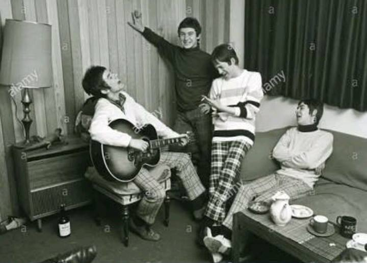 Small Faces strumming