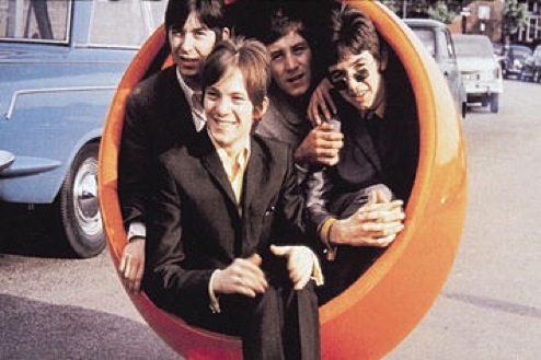 Small Faces - in a ball chair